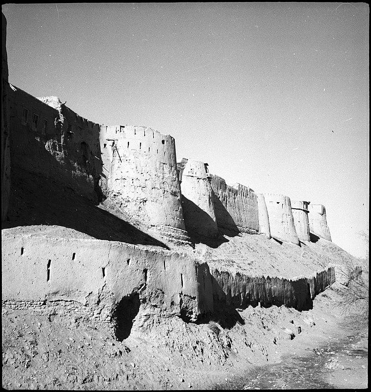 1939-1940頃のガズニーを取り巻く塔と城壁(パブリックドメイン)