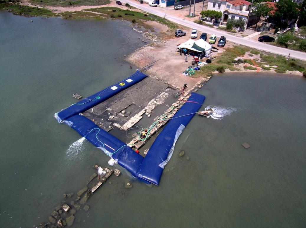 アンペラキア湾北西部の水中調査現場