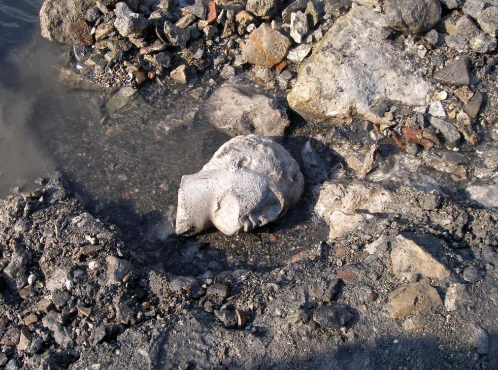 発見された大理石像の頭部