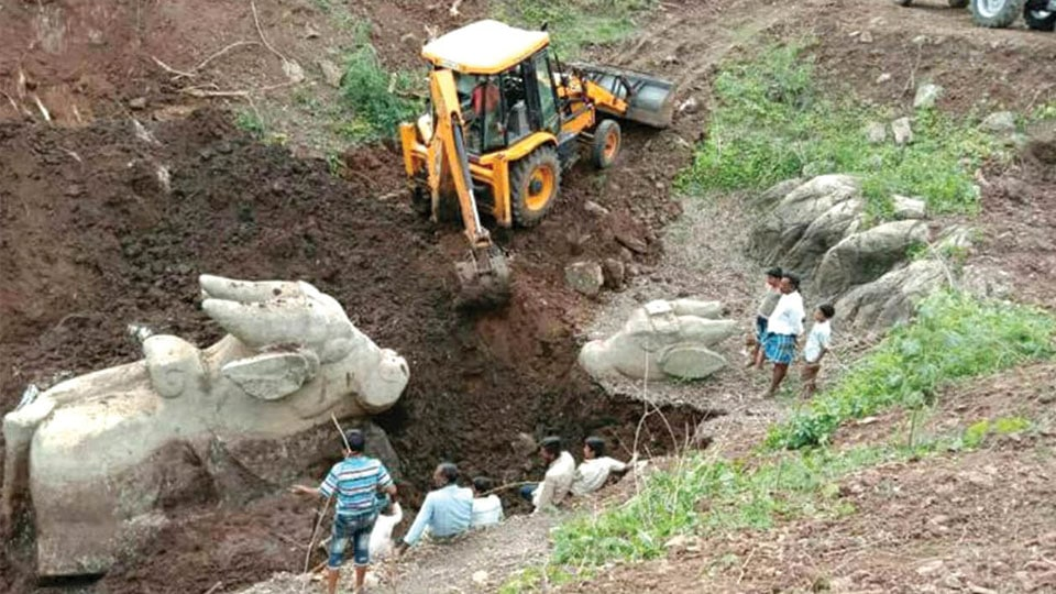 牡牛ナンディン像発掘現場