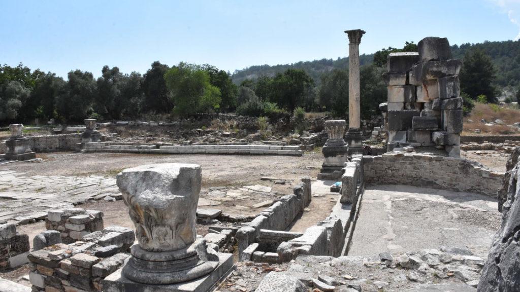発掘されたストラトニケア=ラギナ間の「神聖な道」