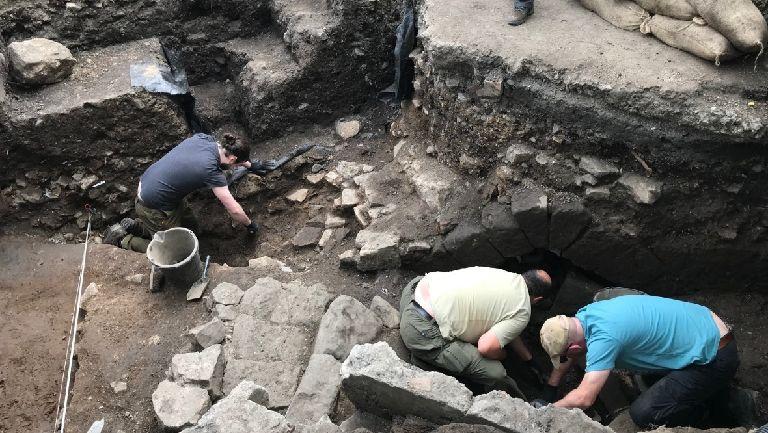 ペイズリー修道院地下水道発掘写真