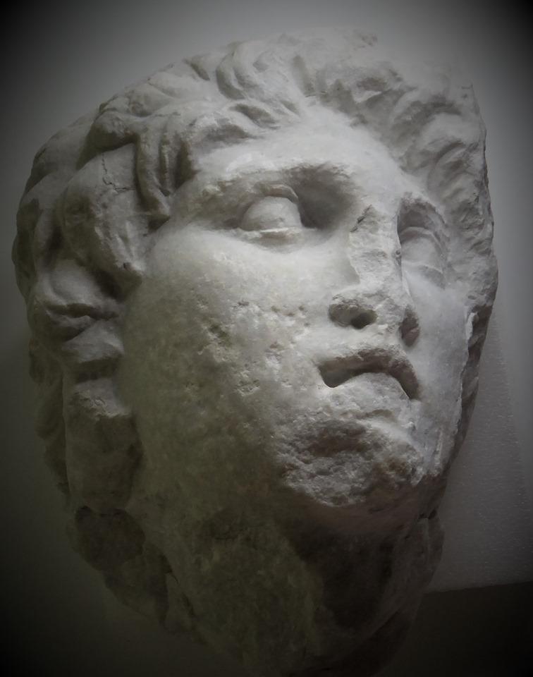 発見されたアレクサンドロス大王像の頭部